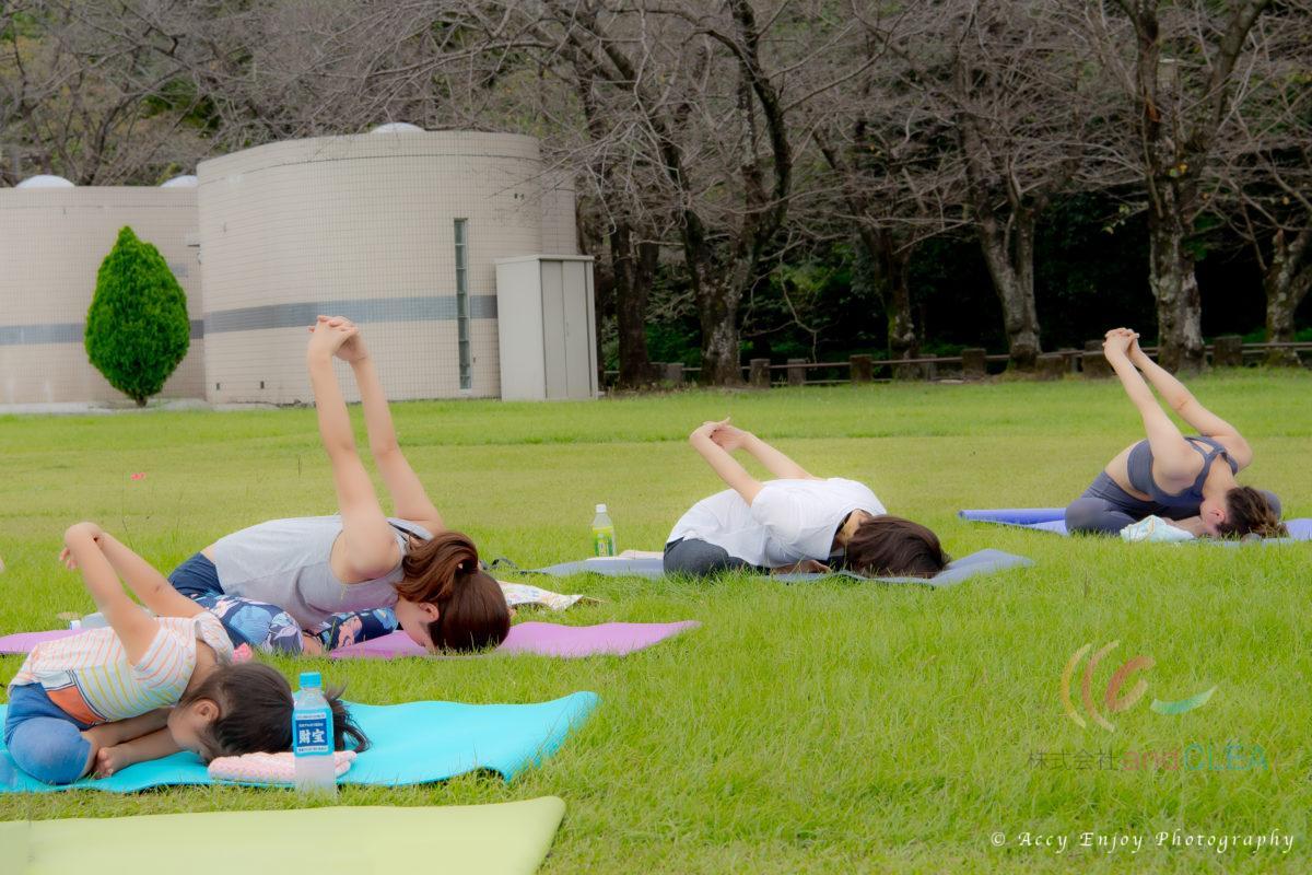 八景水谷公園でピクニックヨガ パドマ&サハジ STLISH YOGA ROOM  Padma