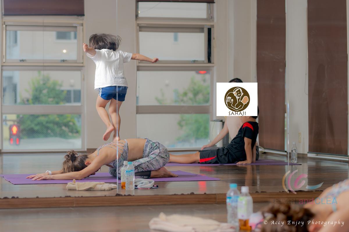 ヨガを出張写真撮影 パドマ&サハジ STLISH YOGA ROOM  Padma 親子ヨガ教室
