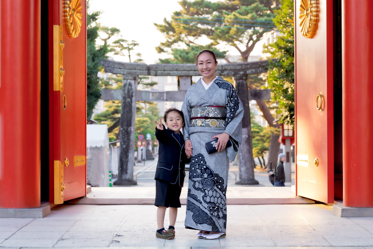 洋装で七五三 藤崎宮で写真撮影