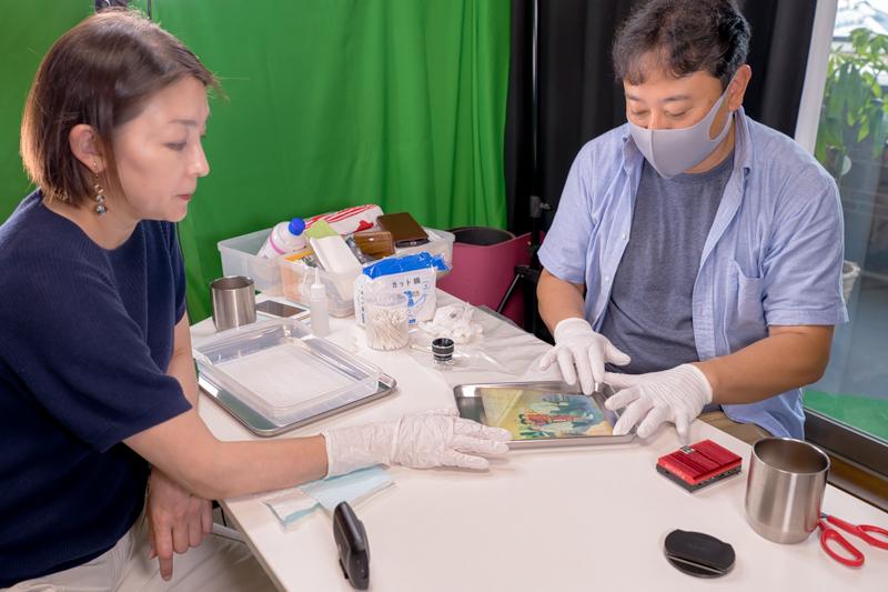 水に濡れた写真を洗浄してデジタル化 令和2年7月豪雨 ボランティア活動 修復アドバイザーとして学芸員の宗村美里さんも早々に加わって頂きました。